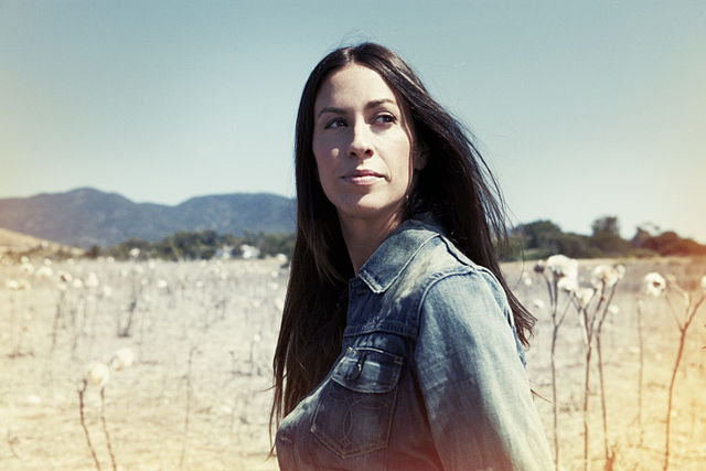 Alanis Morissette Helps To Cope With Corona